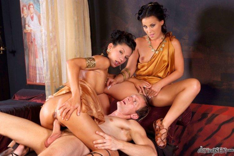 Секс с греческими девушками (81 фото)